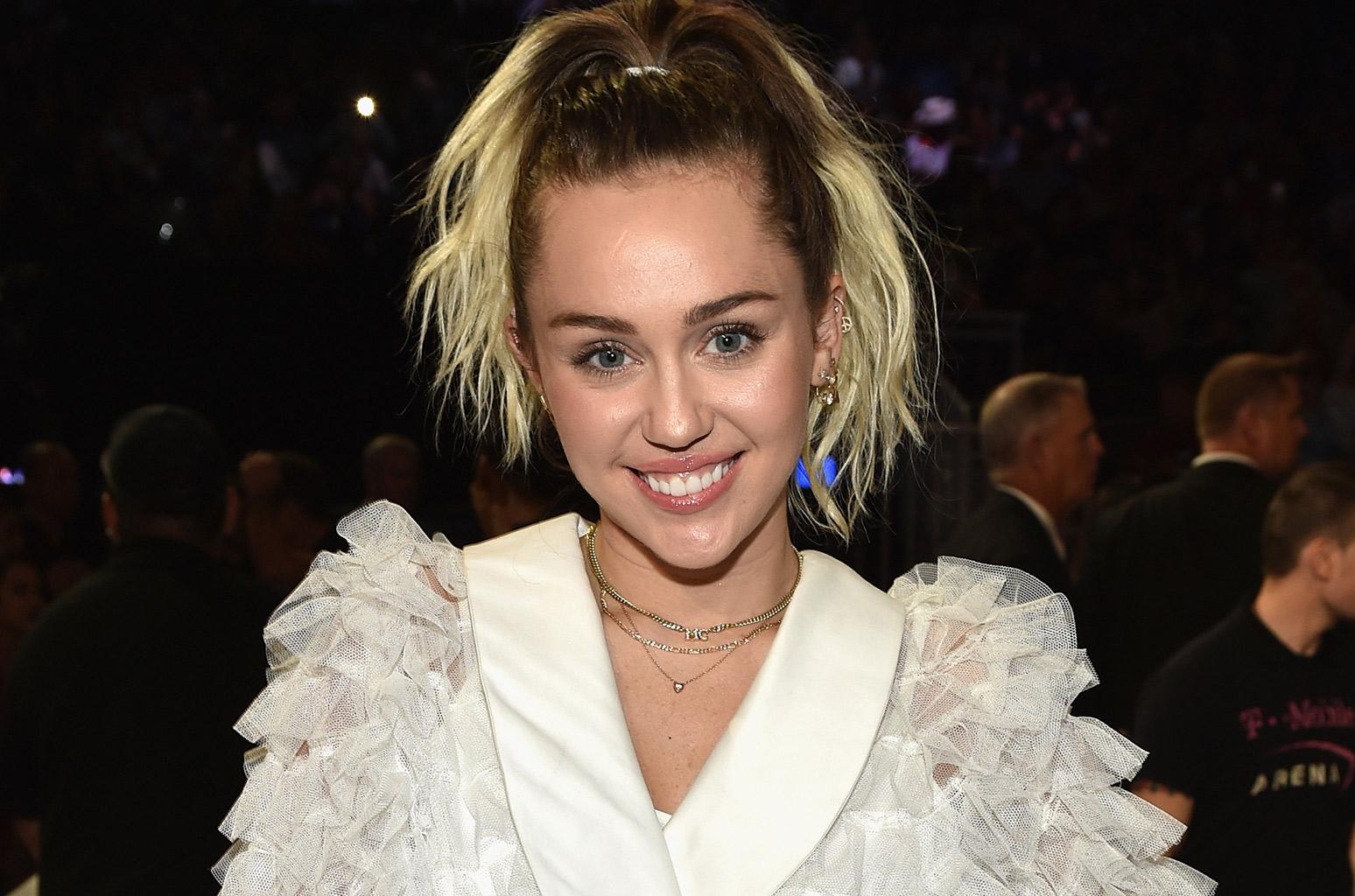 Best Family Car >> Miley Cyrus Net Worth 2017: $200 Million | CelebJury